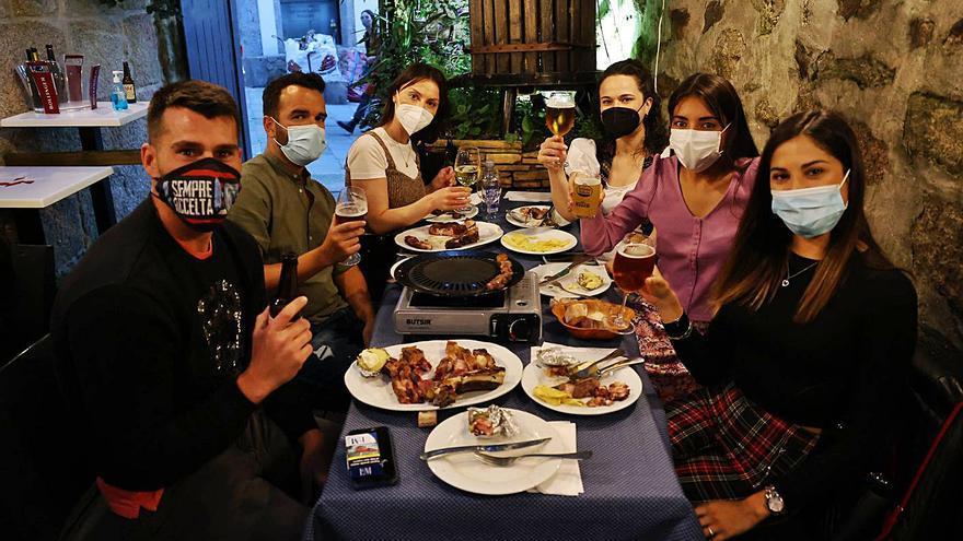 """El temor a un nuevo cierre, el """"postre"""" en el regreso de las cenas a los restaurantes"""
