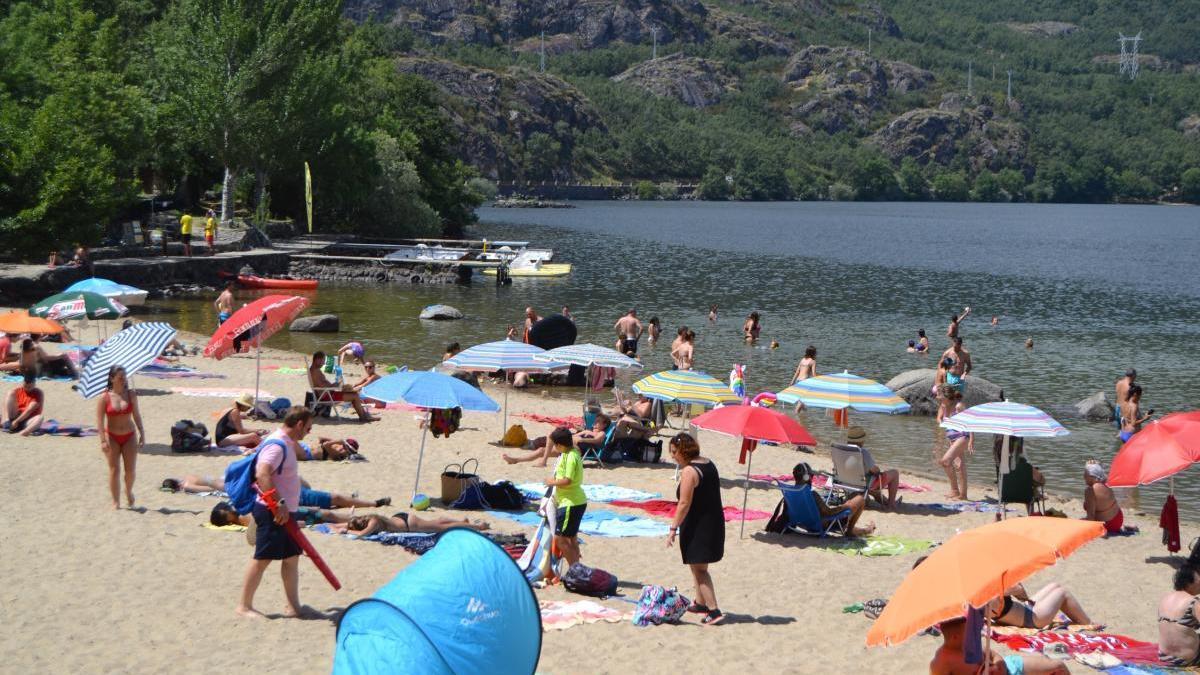 Playa en el Lago de Sanabria.