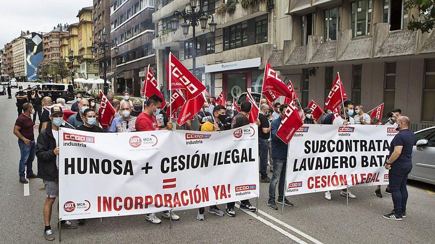 CC OO de Hunosa reclama a la empresa que asuma los empleos de los subcontratados