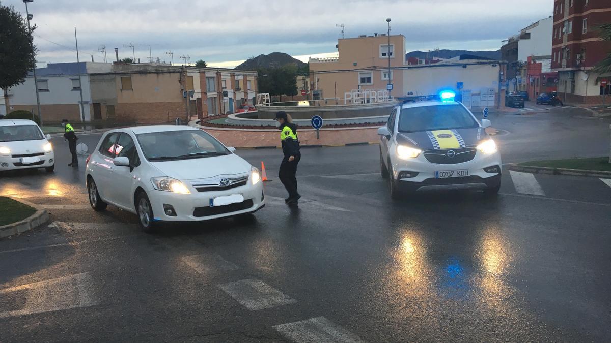 El control perimetral en la salida a la autovía de Madrid por la zona del Guirney de Petrer.