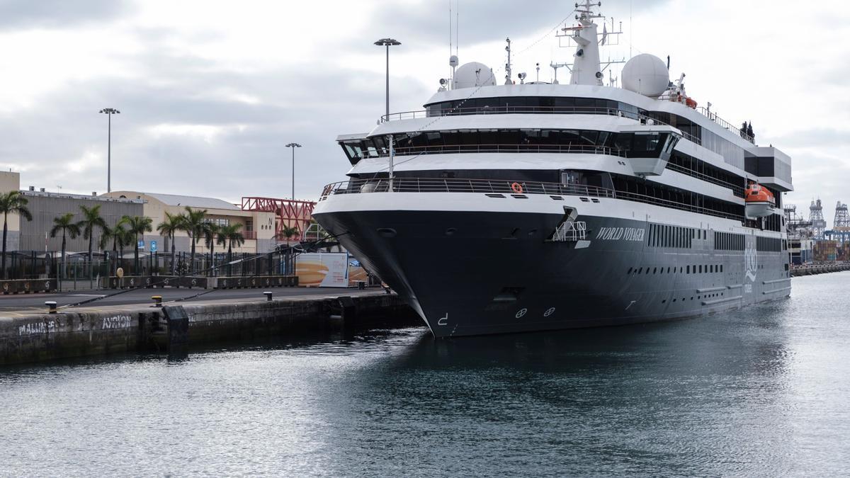 El puerto de Las Palmas de Gran Canaria recibió este lunes la primera escala en la isla del crucero de lujo World Voyager
