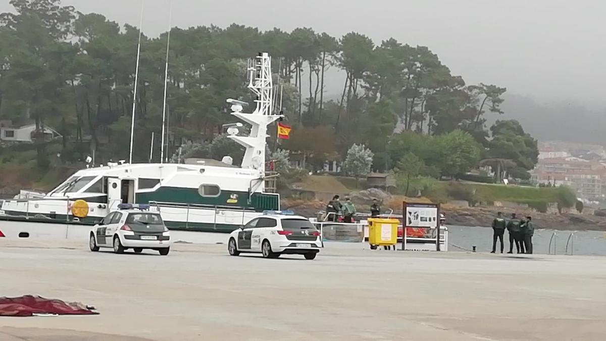 La Guardia Civil en el puerto de Portonovo