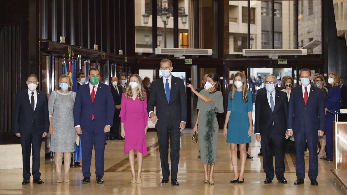 Así ha sido la llegada de los Reyes y sus hijas al Auditorio Príncipe Felipe de Oviedo