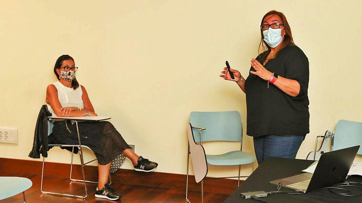 Esther López Carbajales, en el taller sobre pautas para niños con dislexia en casa y en el aula.