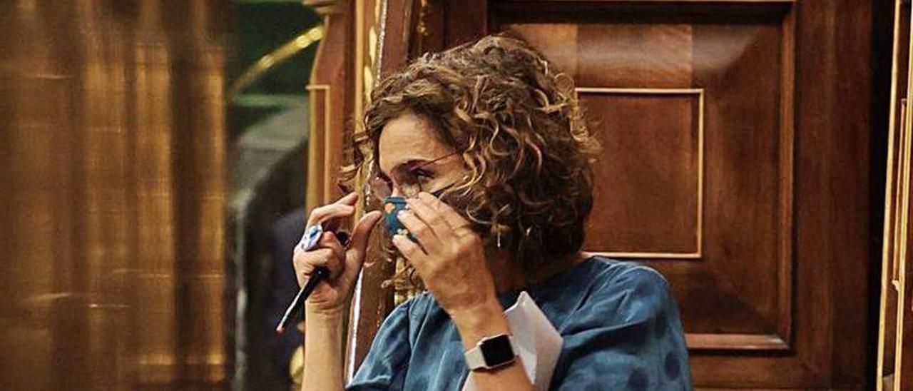 La ministra de Hacienda, María José Montero, ayer en el Congreso. |