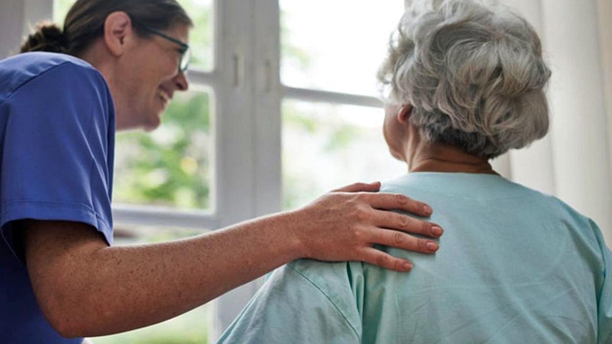 L'atenció domiciliària a la gent gran permet mantenir l'autonomia de les persones