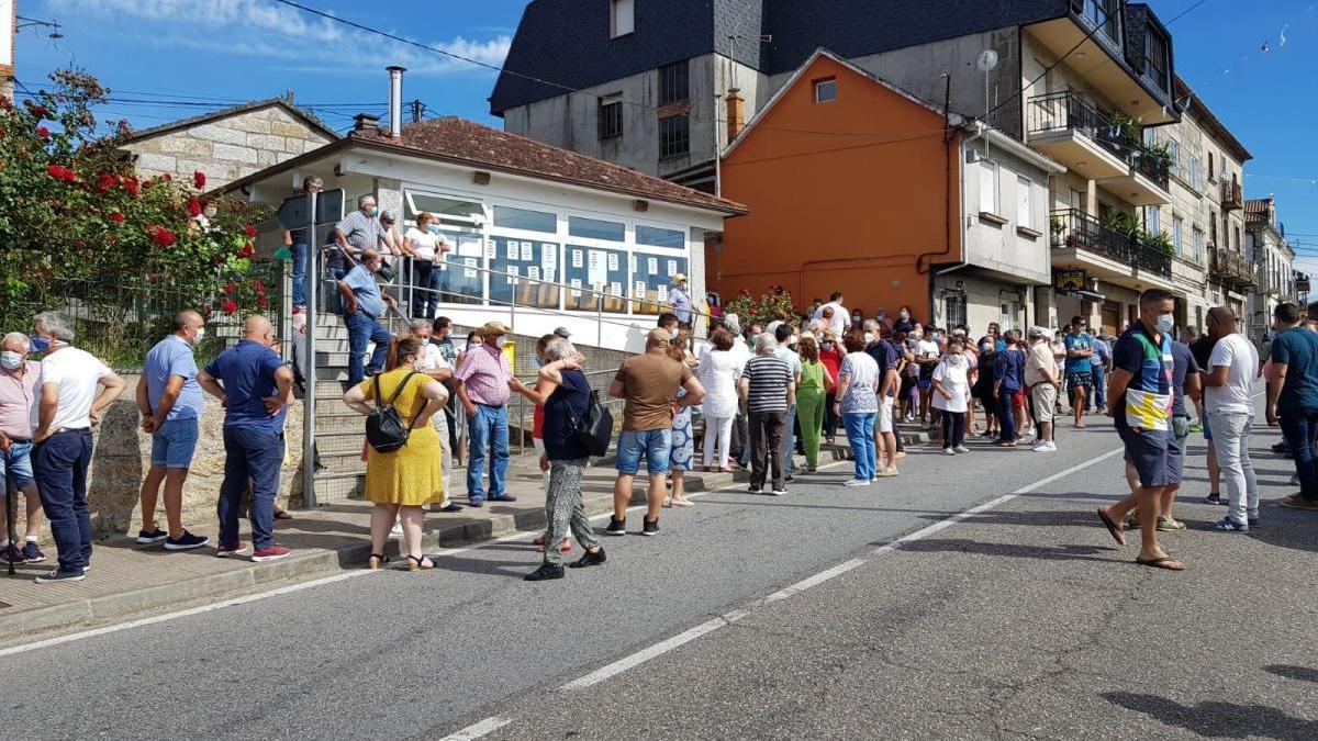 Los vecinos se movilizan en defensa del consultorio médico de Pontesampaio
