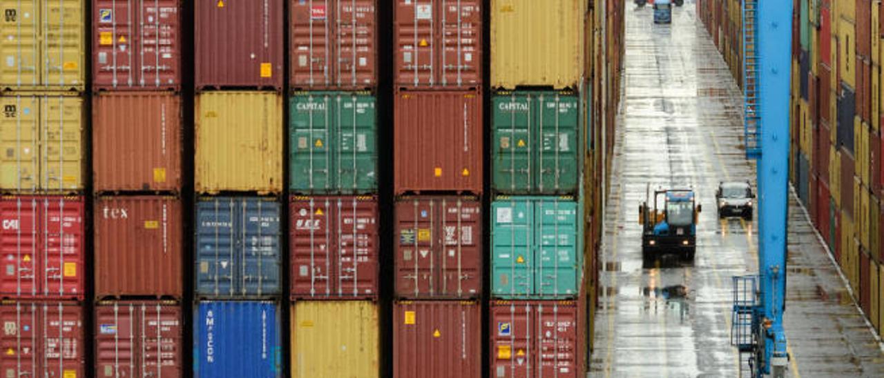 Contenedores de mercancías en una de las terminales del Puerto de La Luz.