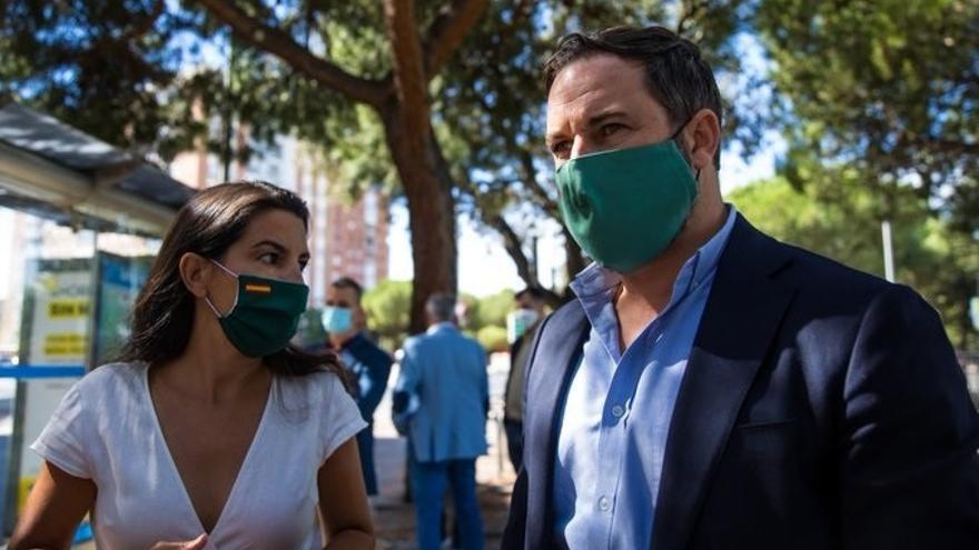 Abascal se pone al frente de la campaña en Madrid y promete lealtad a Ayuso
