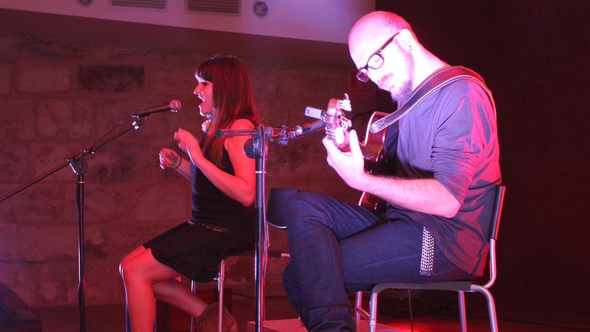 La artista Rozalén en un concierto en acústico que ofreció en Zamora en el año 2013.