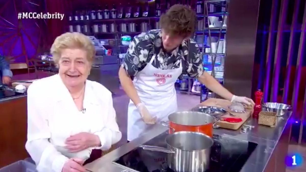 Aurelia, de Casa Aurelia, cocinando con Nicolás Coronado en MasterChef Celebrity.