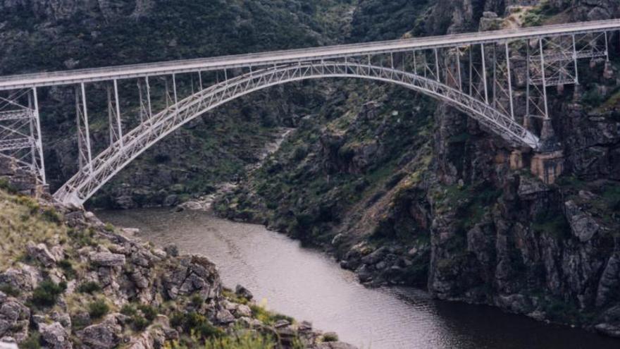 Vista del Puente de Requejo