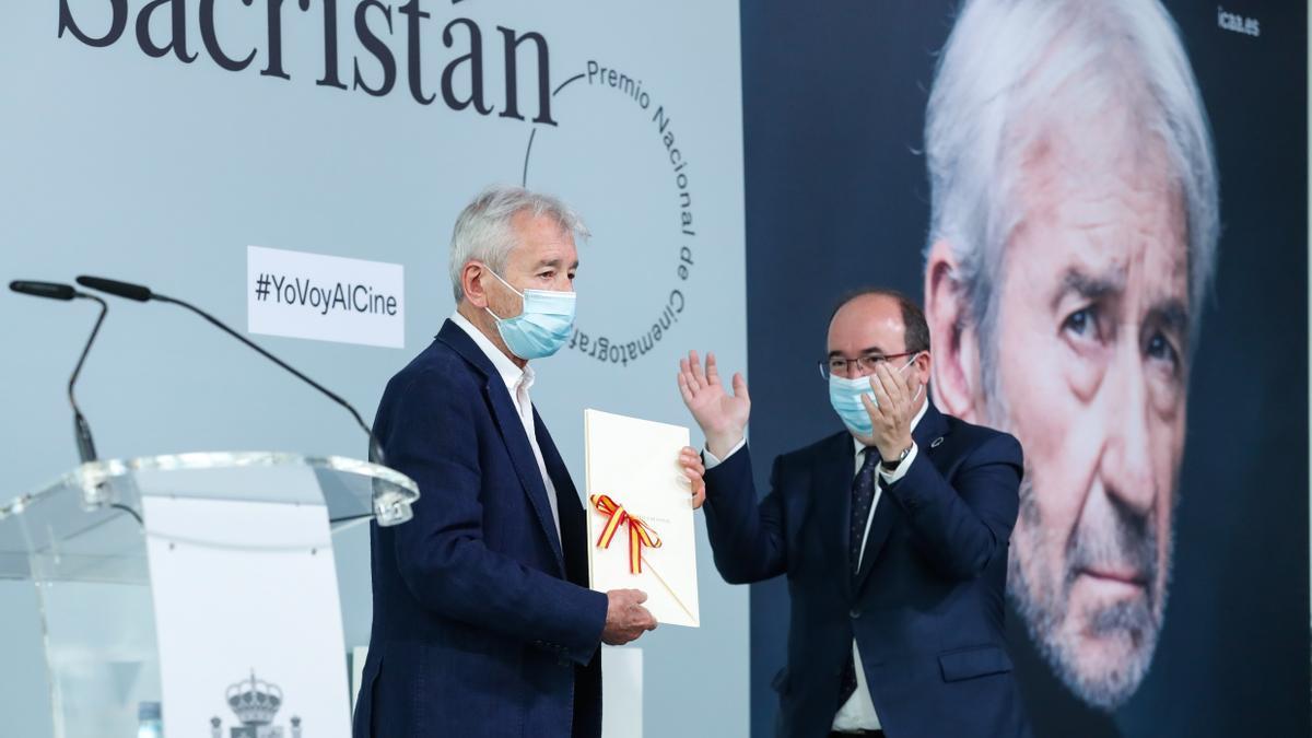 José Sacristán junto al ministro de Cultura, Miquel Iceta.