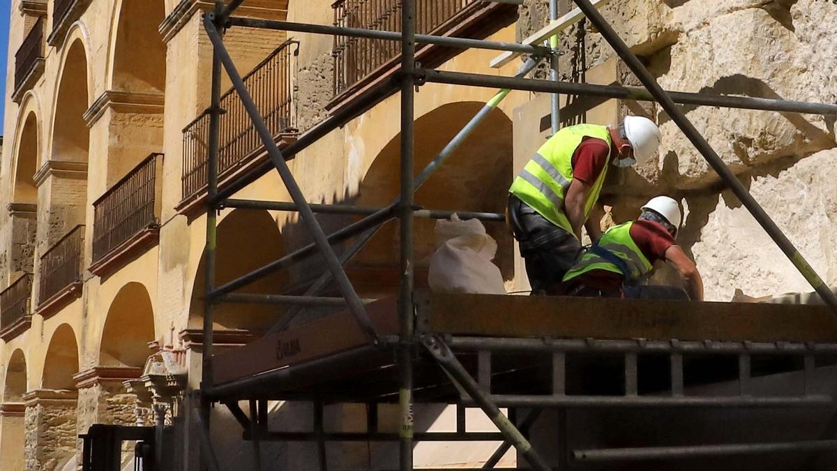 Trabajos previos a la restauración de la fachada sur de la Mezquita-Catedral