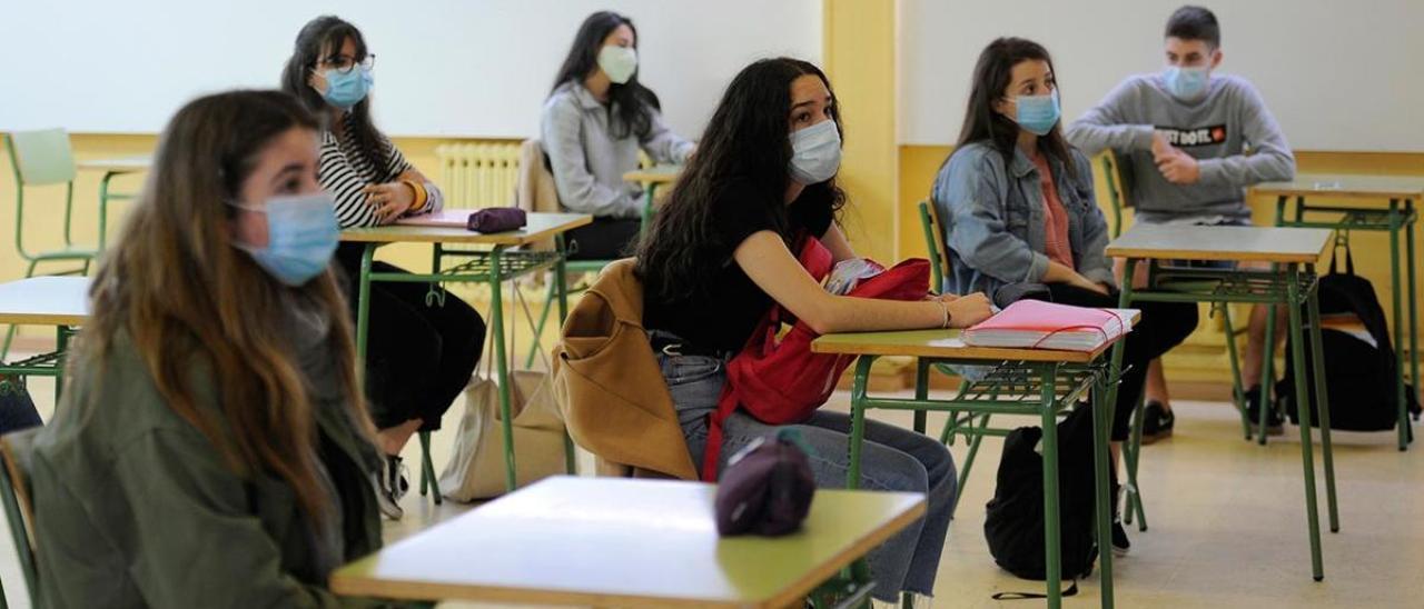 Alumnos de Bachillerato en las aulas en la fase 2 de la desescalada.