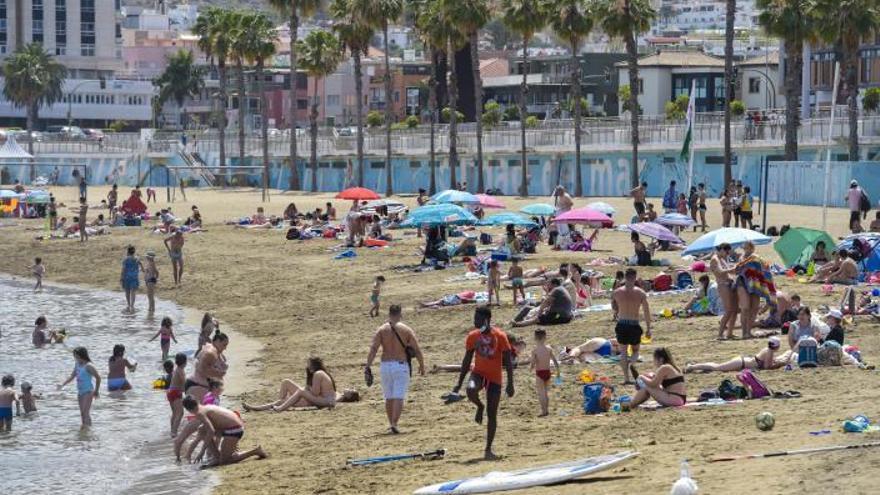 Gran Canaria empieza a frenar la curva de contagios que se resiste en Tenerife