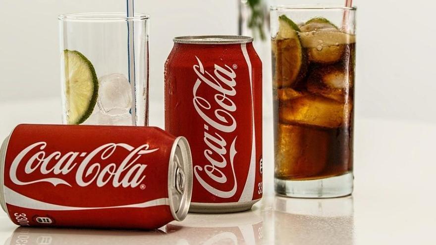 Cinco usos que desconoces de la Coca-Cola para limpiar la casa