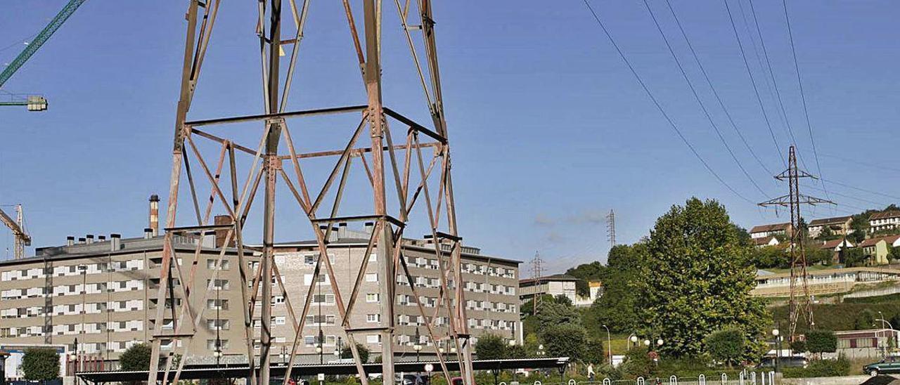 Torres de alta tensión a la altura de Langreo Centro.
