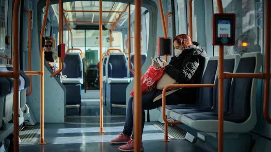 El tranvía, con retrasos por la caída de una pasajera