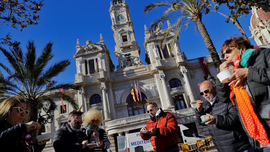 Celebración adelantada de la Nochevieja en la Plaza del Ayuntamiento de València