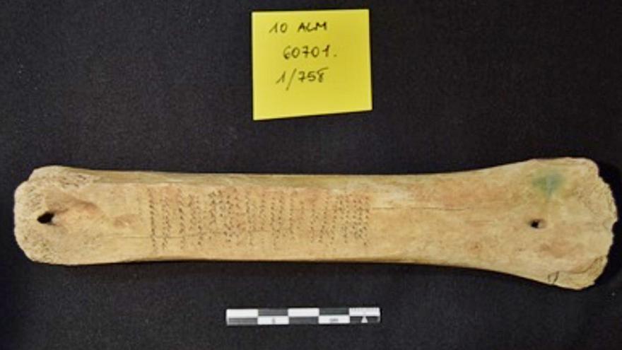 Agulles de cosir romanes i flautes d'ossos d'aus de l'època islàmica