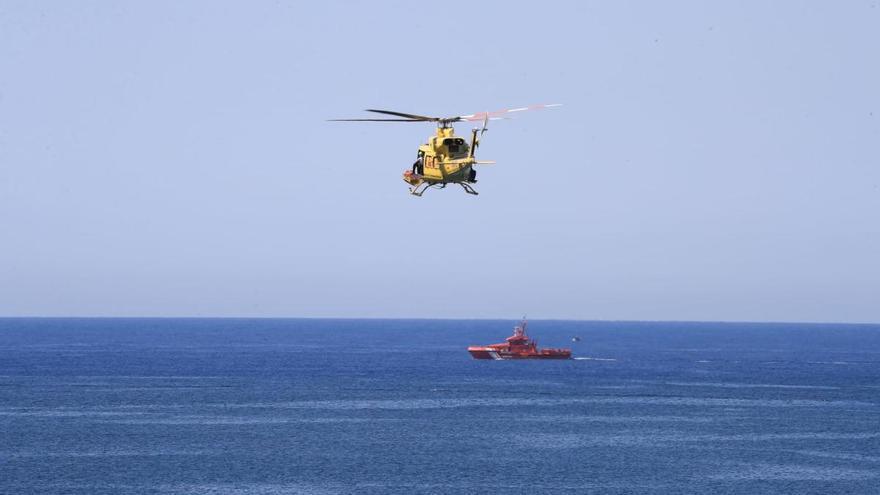 Un helicóptero se une a la búsqueda del buceador desaparecido el sábado