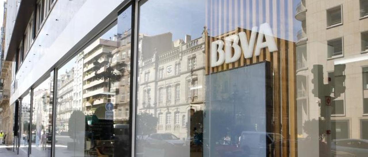 Entrada de una oficina de BBVA en Vigo. |   // ALBA VILLAR