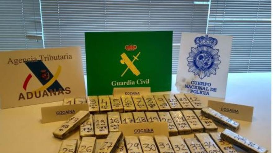 Rebajan la pena por intentar introducir cocaína por el puerto de Marín
