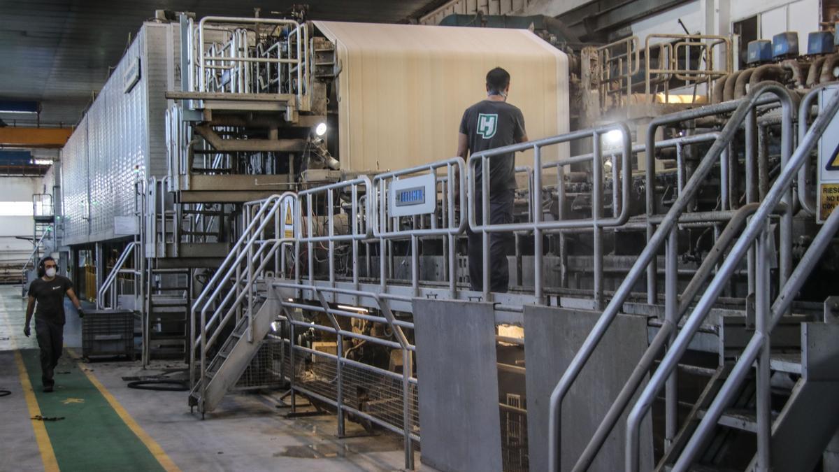Papelera de l'Alquería usa la máquina, aunque renovada, en la que Papeleras Reunidas producía papel de fumar y papel biblia.