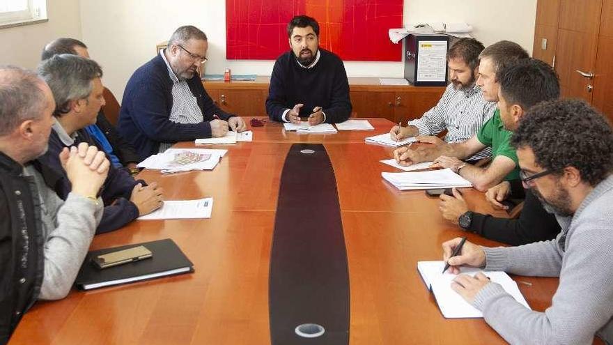 Las cooperativas del ofimático trasladan quejas al Concello por la exigencia de Fenosa