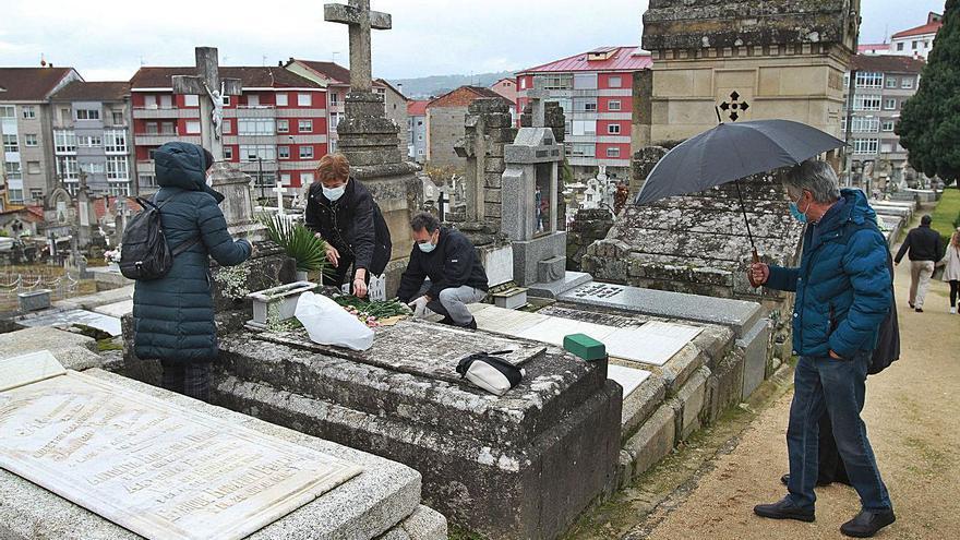 Policía y Protección Civil apoyan el control de visitas a cementerios