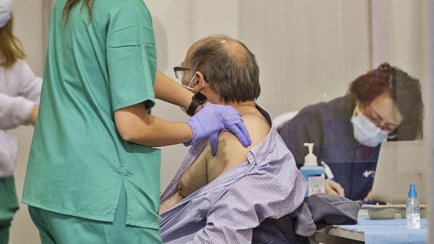 Sanidad pone esta semana 106.000 vacunas menos por el retraso de AstraZeneca