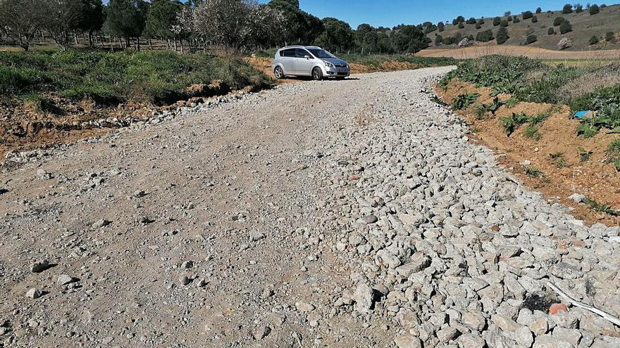 Vecinos alertan del riesgo de accidente por el hormigón esparcido en caminos de Toro
