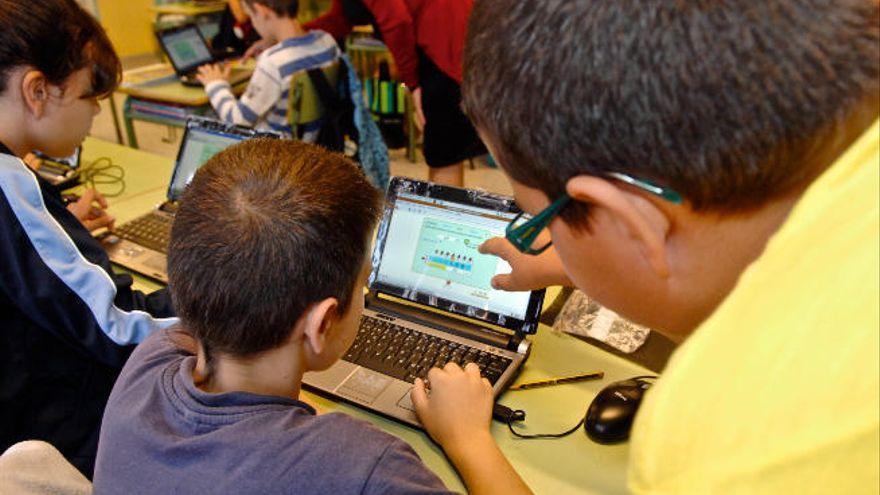 Educación destina tres millones a ampliar el uso de ordenadores en los centros