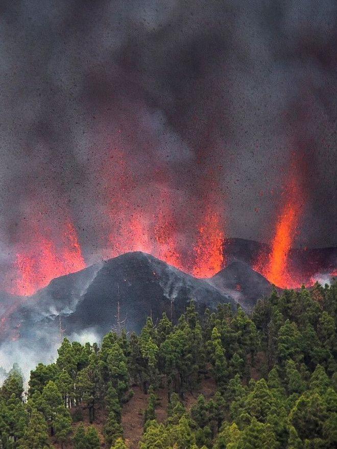 Erupció a La Palma: Un riu de lava es menja cases i cultius