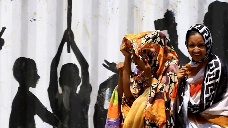 Sudán penaliza la mutilación genital femenina