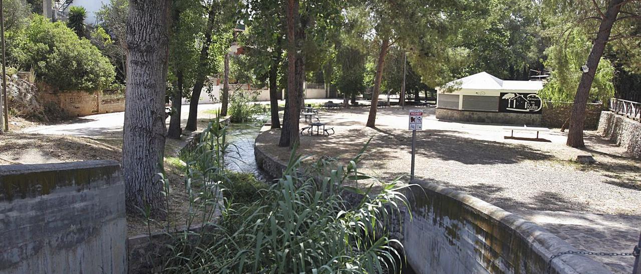 Zona del Riu Nou de l'Alcúdia de Crespins, uno de los puntos en los que se han celebrado botellones   PERALES IBORRA