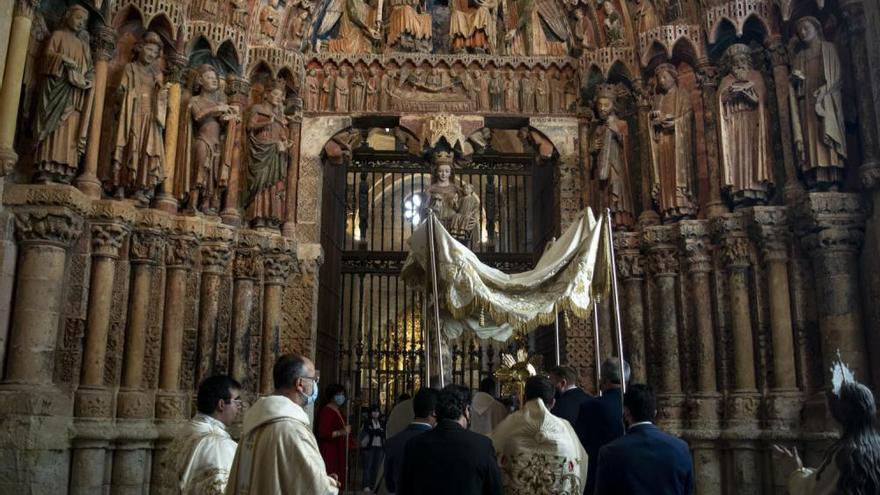 Toro recuerda a las víctimas y enfermos de coronavirus en la fiesta del Corpus Christi