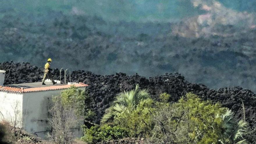 La misión imposible de encauzar la lava