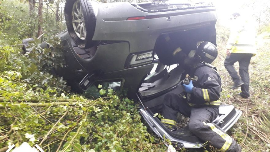 Herido al salirse de la Autovía en Villaviciosa y caer por un terraplén 150 metros