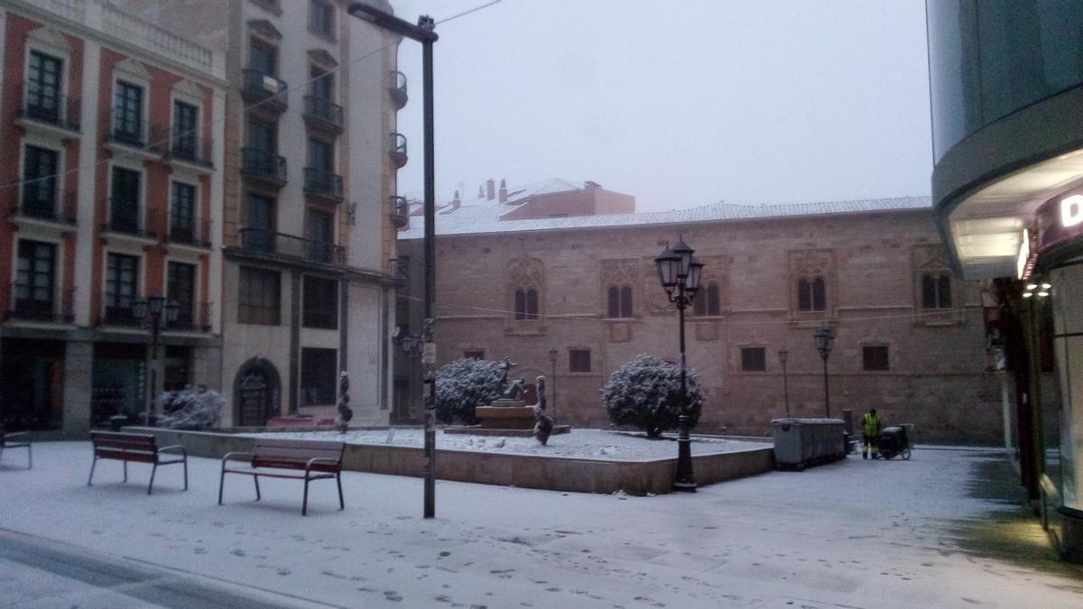Plaza de Zorrilla de Zamora capital, a primera hora de esta mañana de domingo.