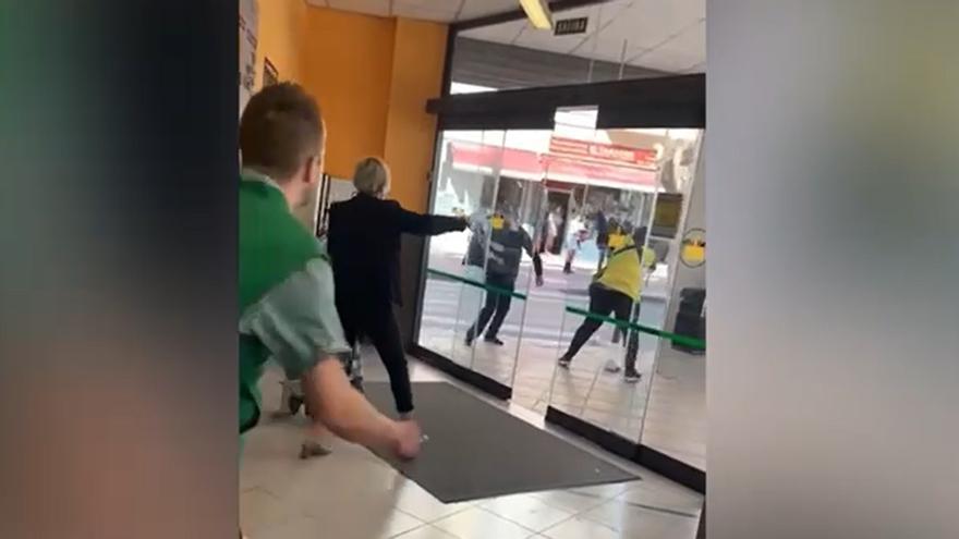 Agresión en la puerta del Mercadona de Totana