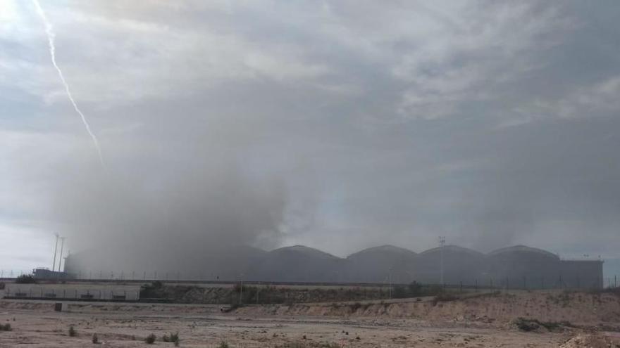 Un incendio obliga a desalojar el aeropuerto de Alicante-Elche