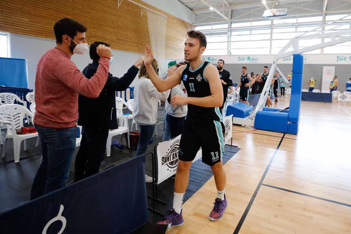 El CB Sant Antoni se ha clasificado para disputar la fase de ascenso a la LEB Plata, tras ganar en el partido decisivo al BBA Castelldefels por 95-67
