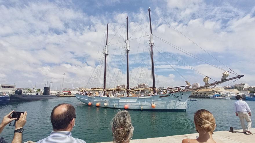 Llegada de la réplica del velero Pascual Flores a Torrevieja tras su nueva rehabilitación el pasado mes julio