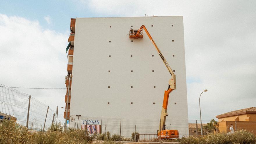 Antonyo Marest inicia su nuevo mural de gran formato en Villena
