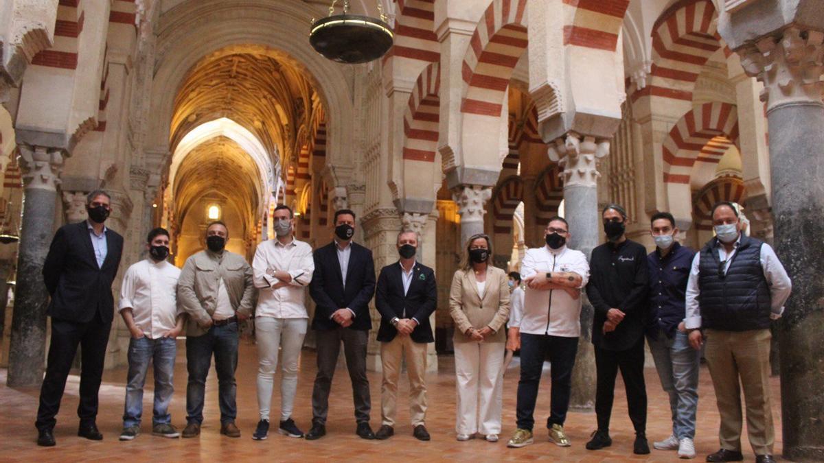 Organizadores del evento en Fitur y los chefs locales que van a asistir en la Mezquita-Catedral.