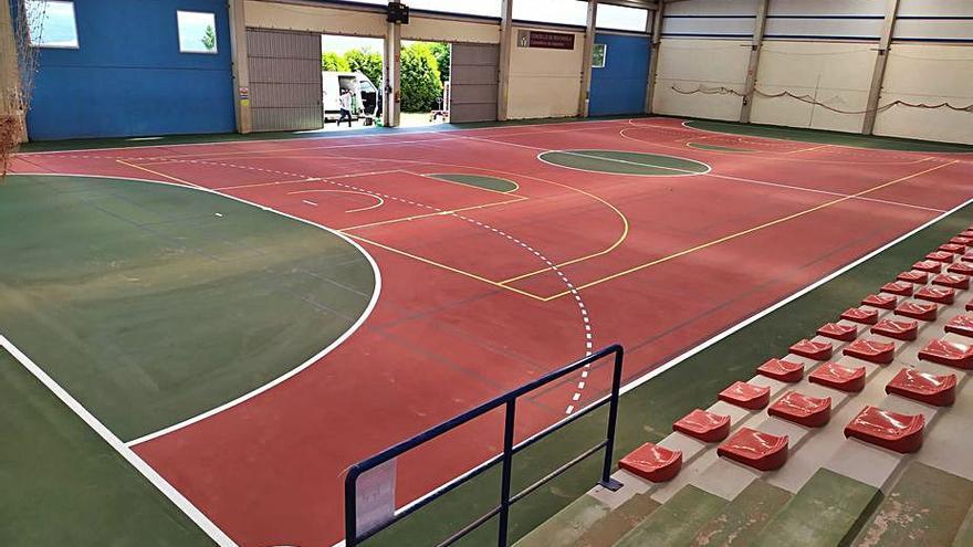 Redondela mejora la pista y las gradas del pabellón del colegio Porto Cabeiro