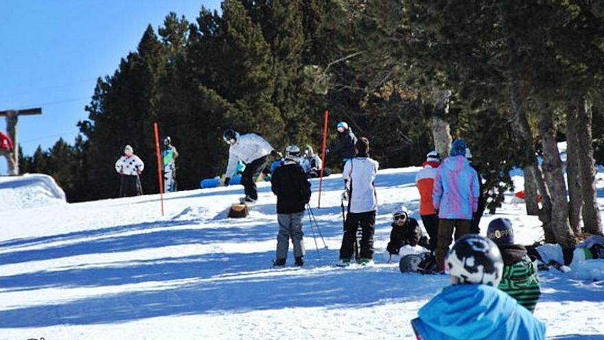 Aficionats a la muntanya intenten de nou reobrir les pistes de Puigmal