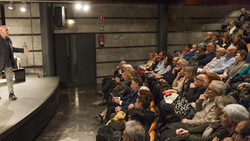 Pep Garcia presenta el seu llibre entre amics per parlar d'un enemic comú: l'alzheimer